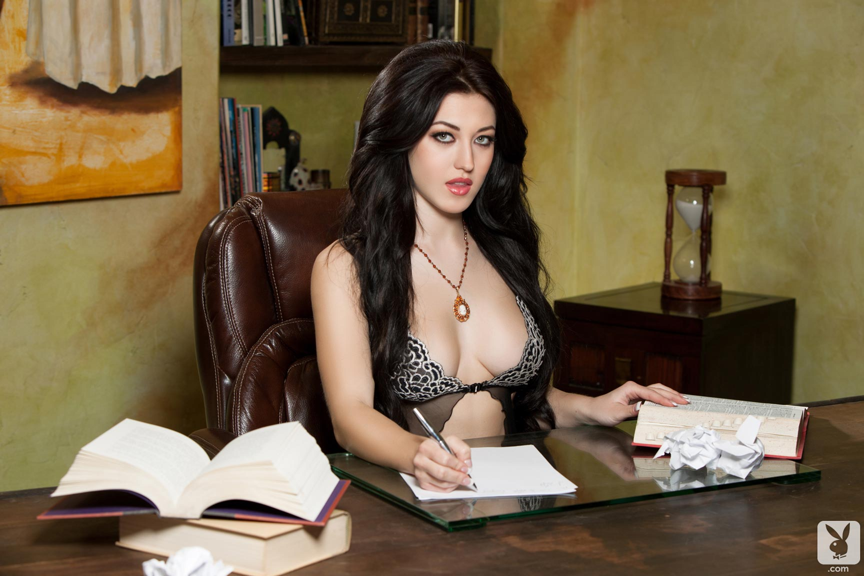 Playboy Cybergirl Stefanie Knight flashing her sexy assets ...