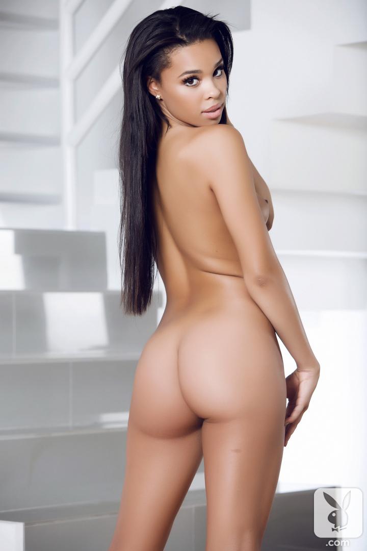 playboy models posing nude jpg 422x640