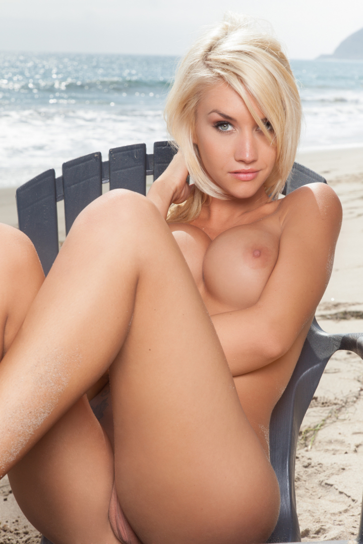 Pics of nude blonde girls on top