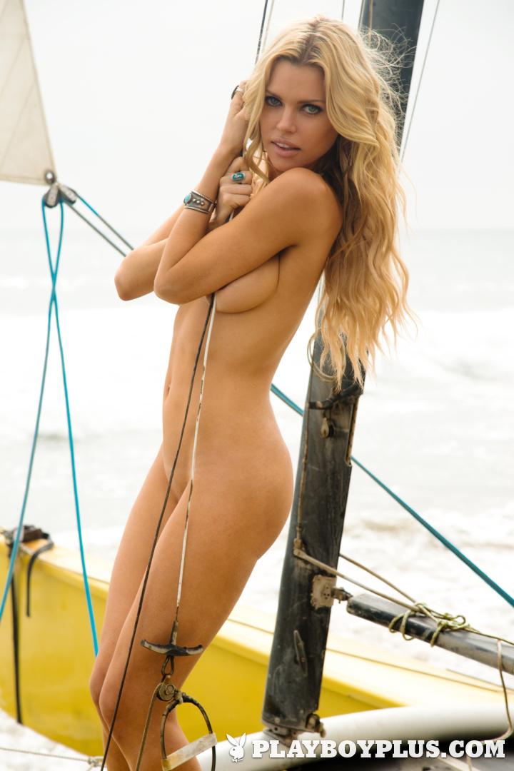 голая певица софи фото