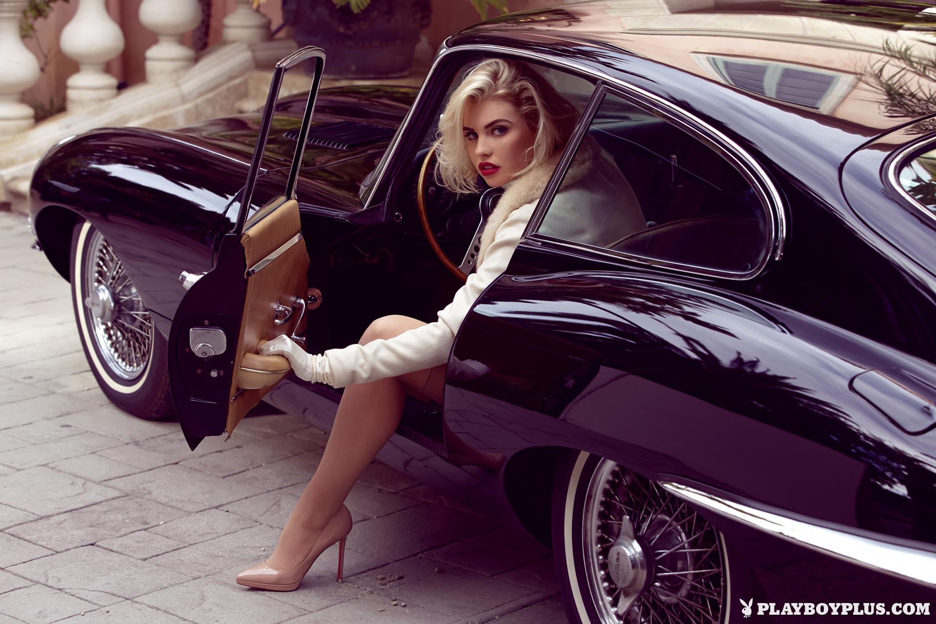 Фото красивых блондинок в машине 15 фотография
