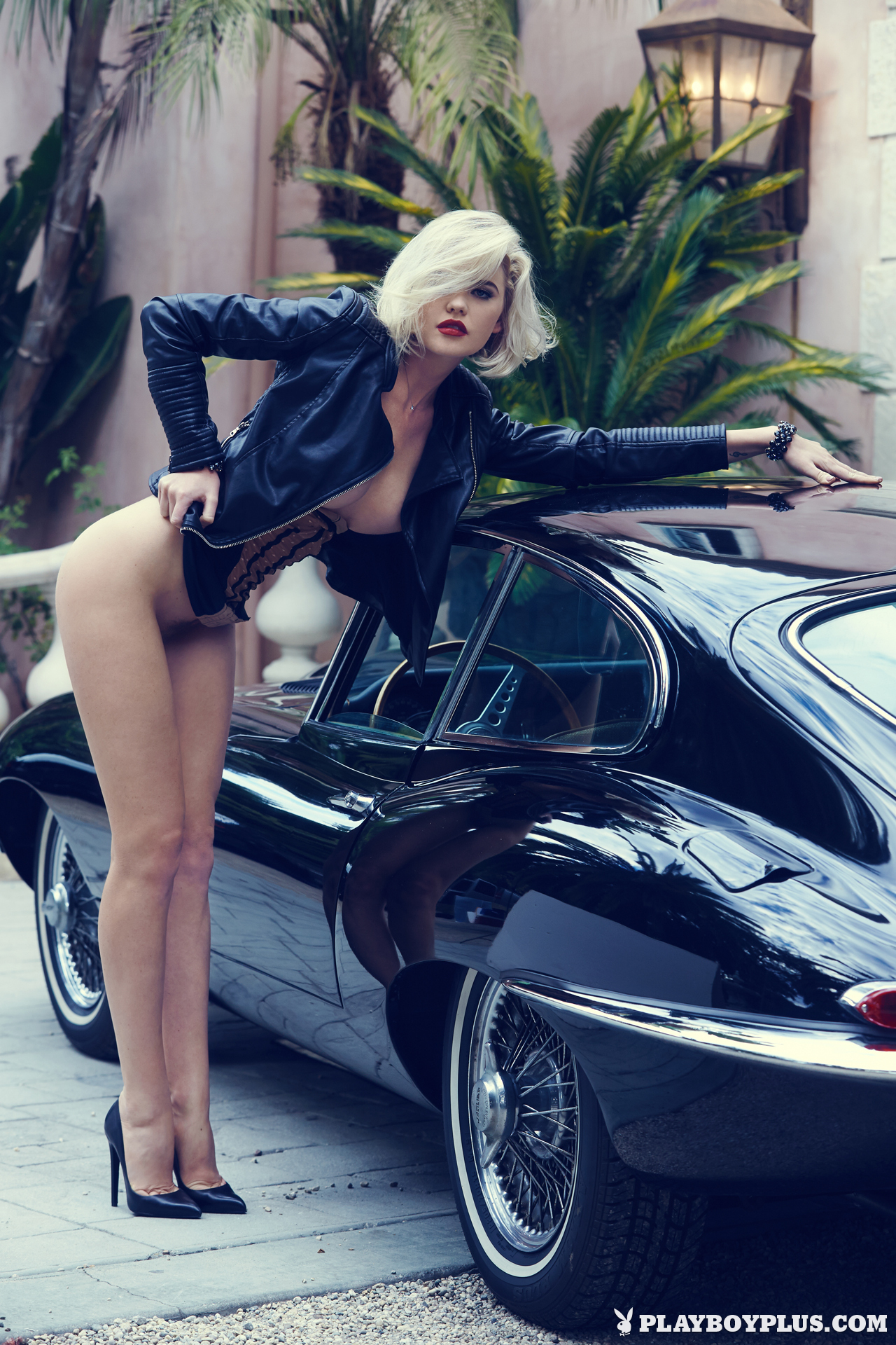 Can Naked Girls And Classic Cars