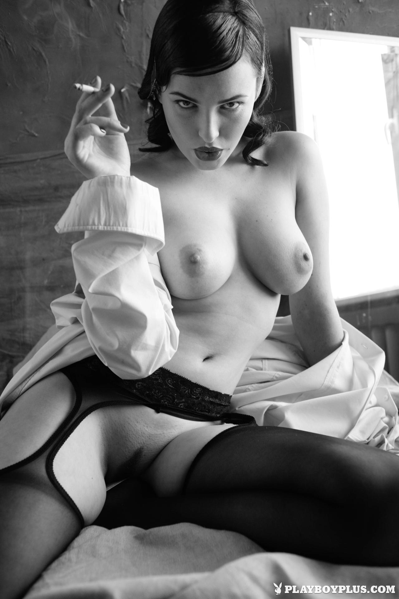 Эротические фото с сигаретой 16 фотография