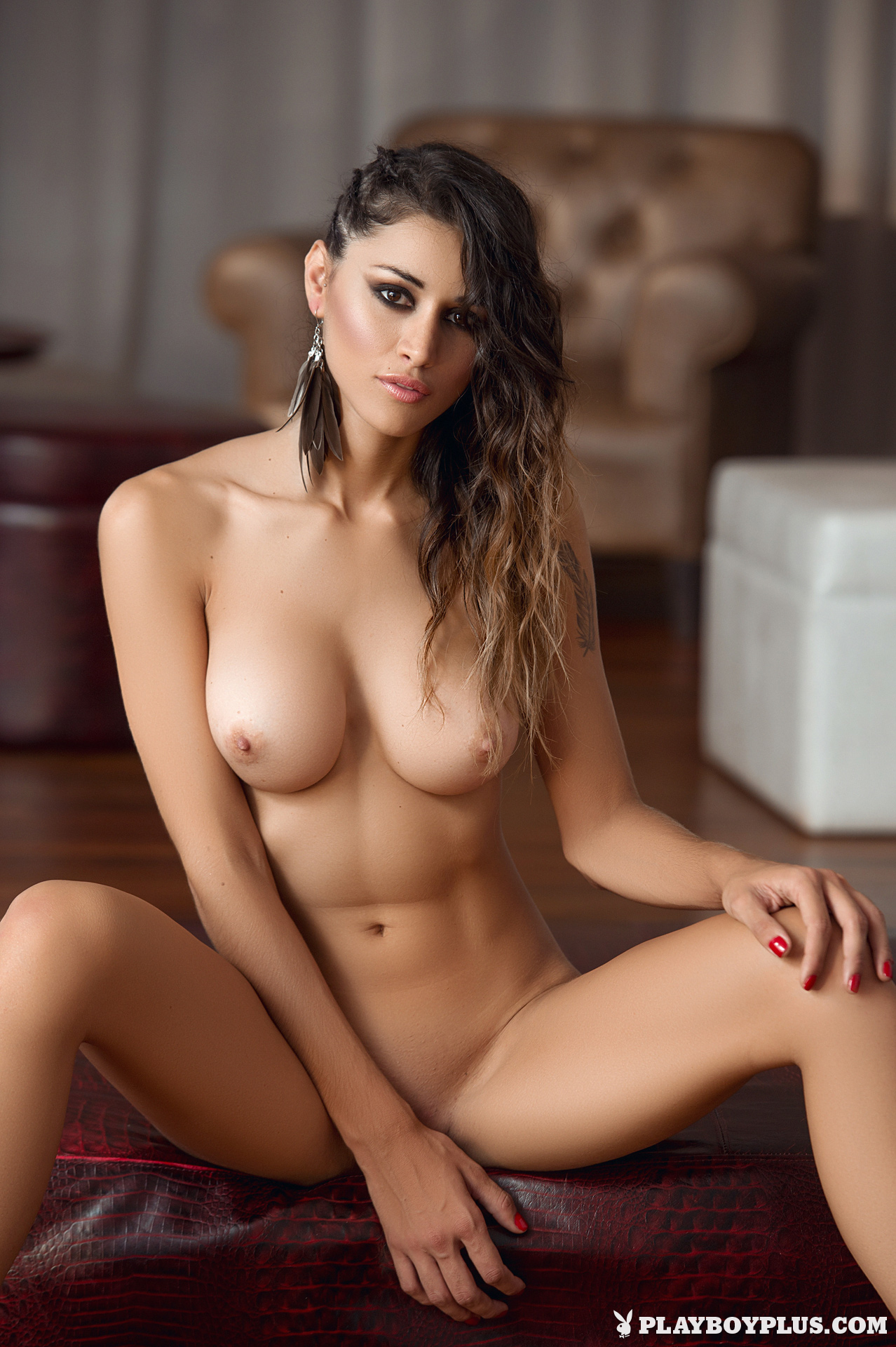 nude girls sitting on nude guys